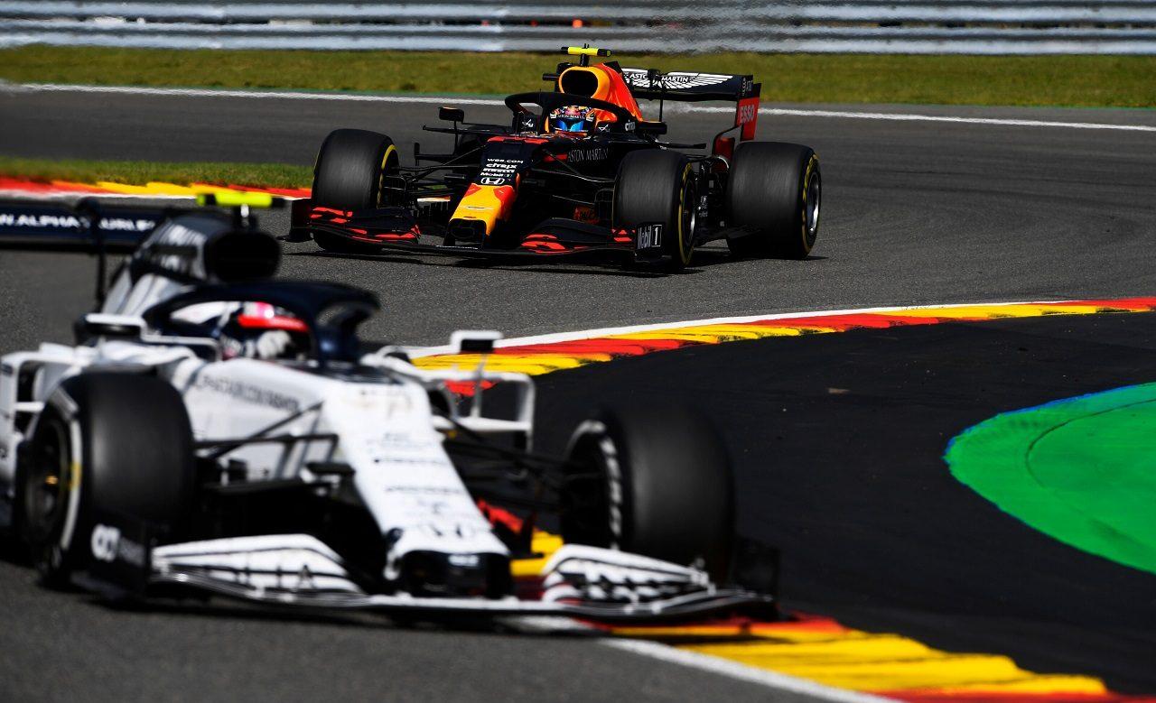 2020年F1第7戦ベルギーGP ピエール・ガスリー(アルファタウリ・ホンダ)を追うアレクサンダー・アルボン(レッドブル・ホンダ)