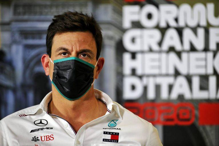 F1 | 【気になる一言】「なぜマックスを2ストップにしなかった?」ベルギーGPの戦略についてメルセデスとレッドブルが口論