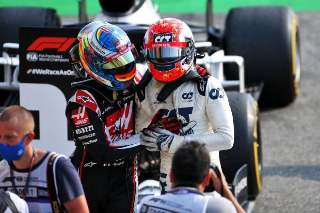 2020年F1第8戦イタリアGP 同じフランス人ドライバーとしてガスリーの勝利を祝福するロマン・グロージャン(ハース)