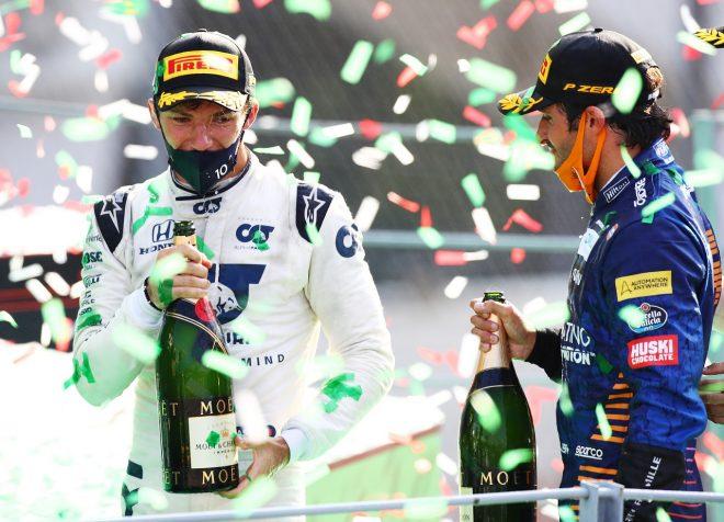 2020年F1第8戦イタリアGP 優勝したピエール・ガスリー(アルファタウリ・ホンダ)と2位カルロス・サインツJr.(マクラーレン)