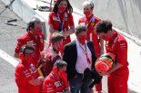 ミック・シューマッハー&マッティア・ビノット(フェラーリ チーム代表)&ルイ・カミッレーリ(フェラーリ CEO)