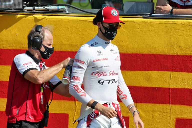 F1   ジョビナッツィ「マグヌッセンを避けようとしたが、左リヤを引っかけてしまった」:アルファロメオ F1第9戦決勝