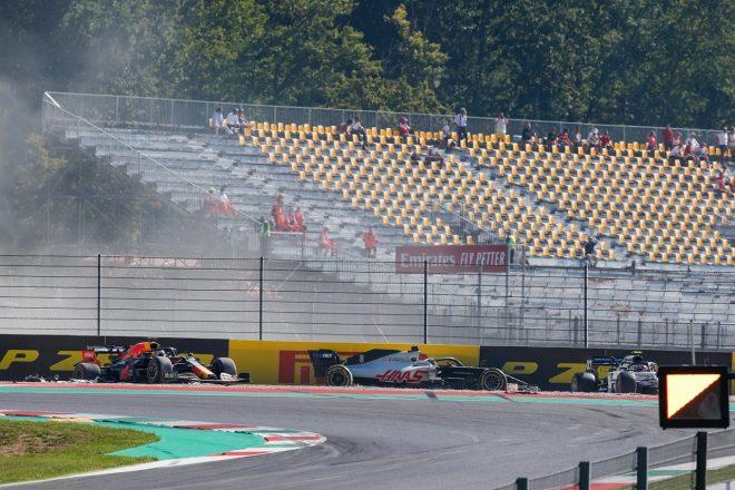 2020年F1第9戦トスカーナGP スタート直後のアクシデントでマックス・フェルスタッペン(レッドブル・ホンダ)、ピエール・ガスリー(アルファタウリ・ホンダ)がリタイア