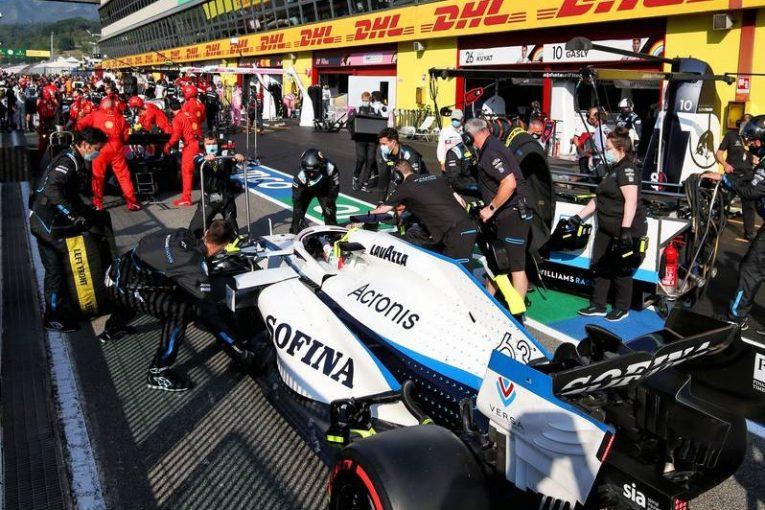 F1   「赤旗中断中のタイヤ交換は禁止にすべき」F1初入賞逃し失意のラッセルが主張