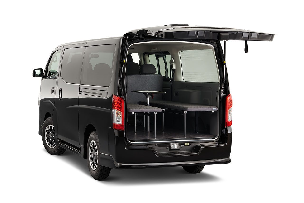 """ニッサン『NV350キャラバン』が一部仕様向上。車中泊ニーズに対応した""""マルチベッド""""も新設定"""
