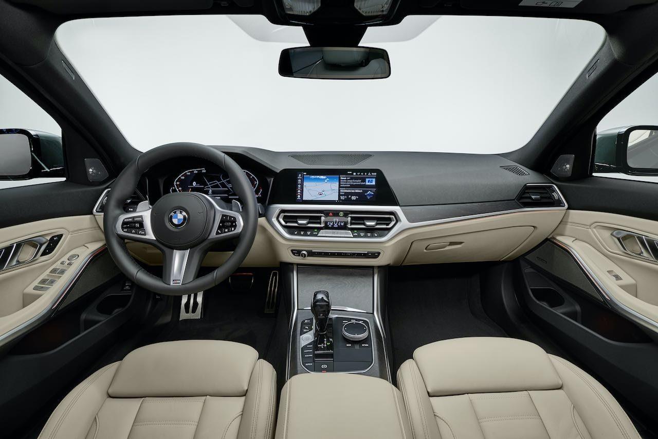 """『BMW3シリーズ・ツーリング』にセダンと同じくエントリーモデルの""""318i""""が追加設定"""
