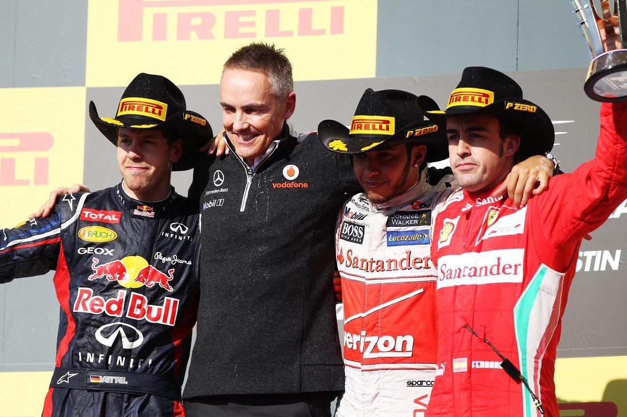 2012年F1アメリカGP 優勝したルイス・ハミルトンとマクラーレンCEOマーティン・ウィットマーシュ、セバスチャン・ベッテル(レッドブル)、フェルナンド・アロンソ(フェラーリ)