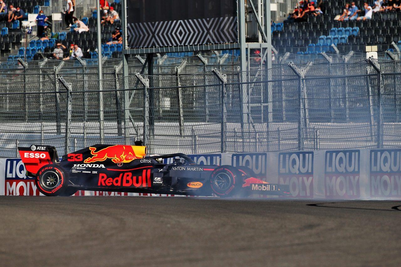 2020年F1第10戦ロシアGP マックス・フェルスタッペン(レッドブル・ホンダ)がFP2でスピン