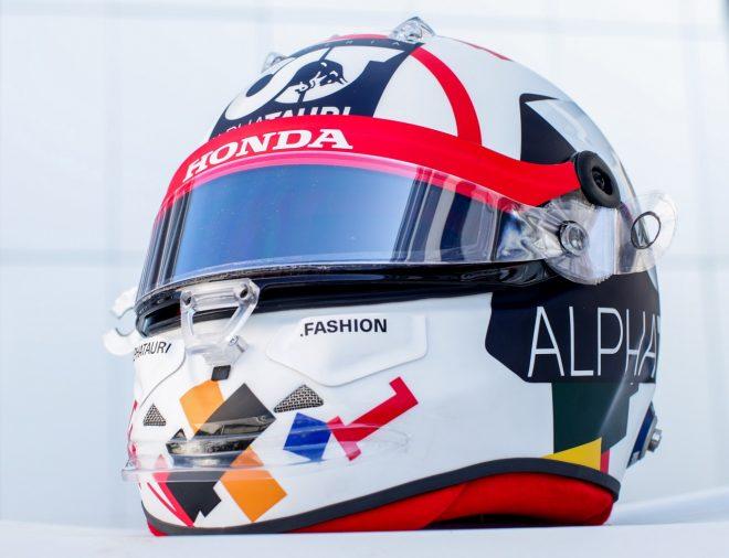 2020年F1第10戦ロシアGP ダニール・クビアト(アルファタウリ・ホンダ)のスペシャルデザインヘルメット
