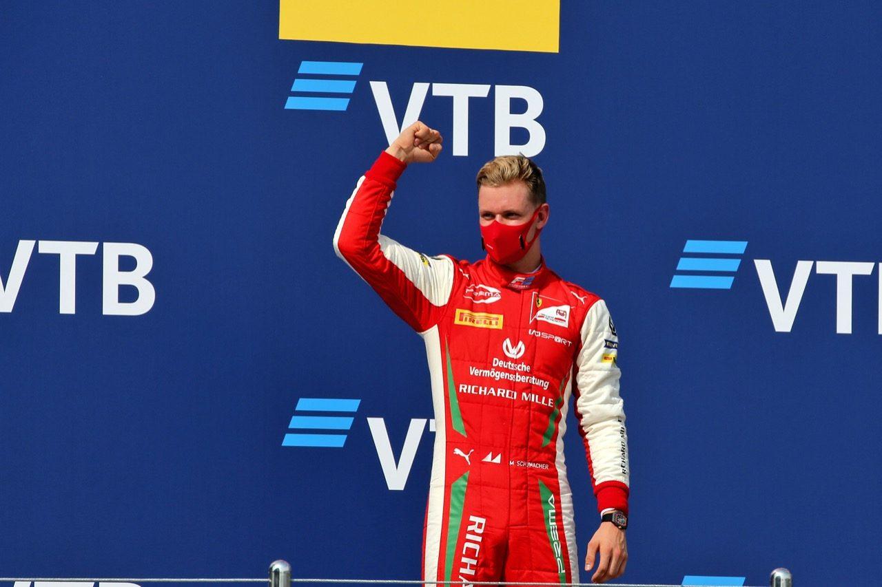 【SNSピックアップ】F1ロシアGP(2):父を想起させるシューマッハー。ノリス絶叫のクイズ&冷や汗ハミルトン