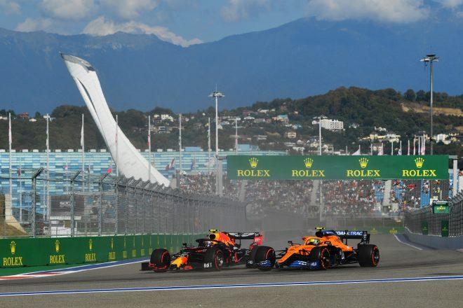2020年F1第10戦ロシアGP アレクサンダー・アルボン(レッドブル・ホンダ)とランド・ノリス(マクラーレン)のバトル
