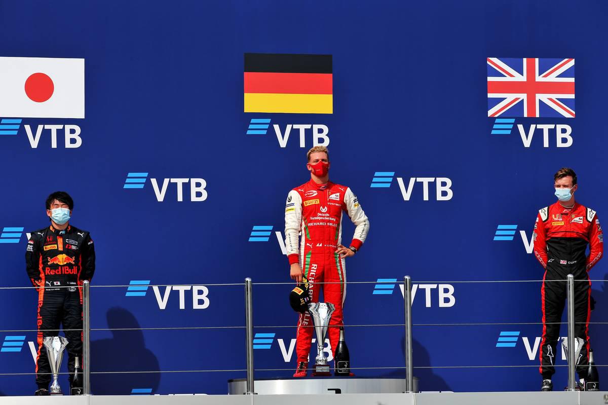 2020年FIA-F2第10戦ロシア レース1表彰式