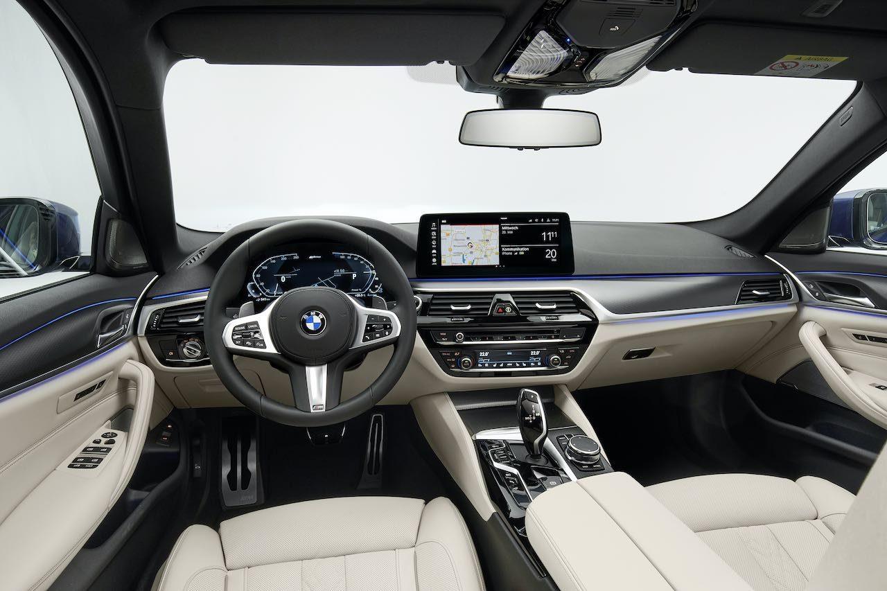 改良型『BMW 5シリーズ』登場。デザイン変更のほかハンズオフの渋滞運転支援機能が全車標準に