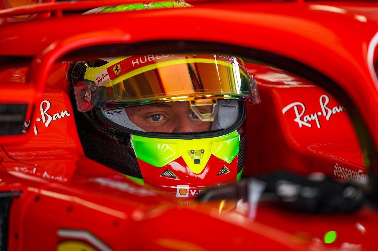 F1プラクティスデビューに備えてフェラーリSF71Hで走行したミック・シューマッハー