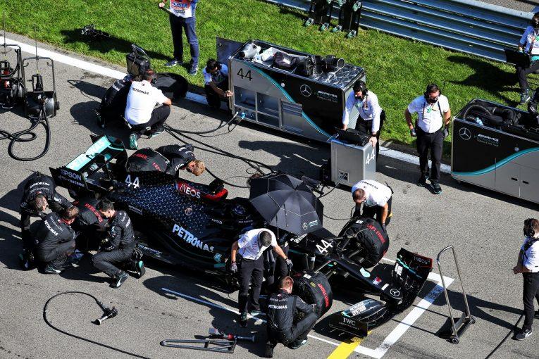 F1   ミスが続くメルセデス 「長年の独走で気の緩みが出ている」とレッドブルF1代表が指摘