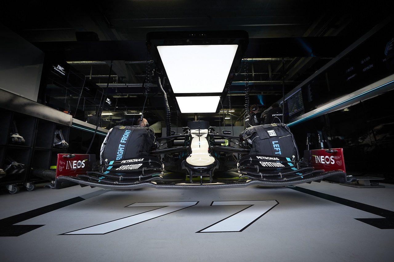 2020年F1第11戦アイフェルGP ガレージのなかのメルセデスF1 W11