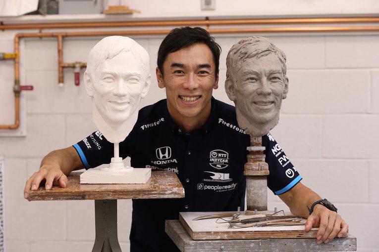 海外レース他 | 再びインディ500優勝トロフィーに刻まれる琢磨の彫像。新しい塑像に「今年の方がよく笑っている」とご満悦