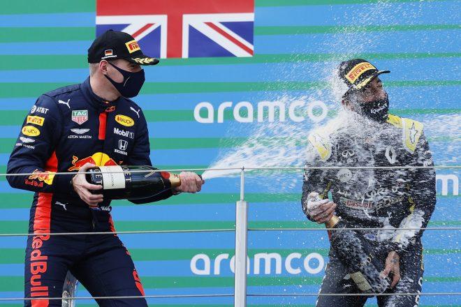 2020年F1第11戦アイフェルGP 表彰台での2位マックス・フェルスタッペン(レッドブル・ホンダ)と3位ダニエル・リカルド(ルノー)