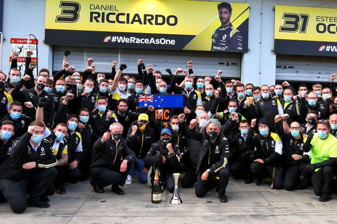 2020年F1第11戦アイフェルGP ダニエル・リカルドの3位獲得を祝うルノーチーム