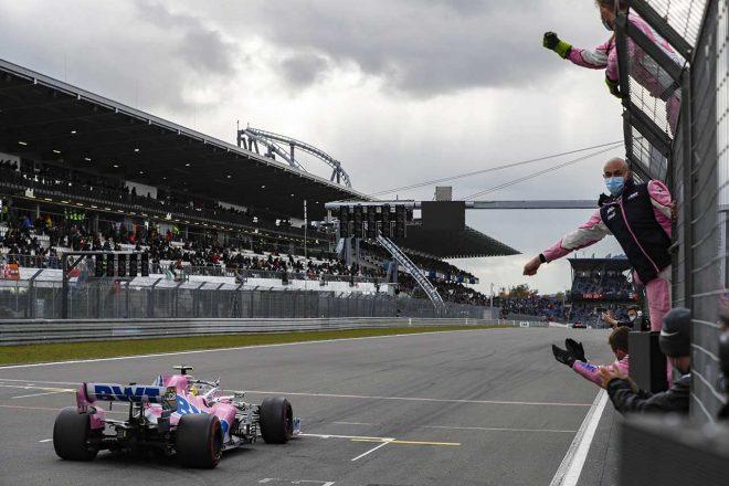 2020年F1第11戦アイフェルGP ヒュルケンベルグを迎え入れるレーシングポイントのメカニックたち