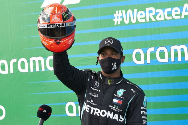 2020年F1第11戦アイフェルGP ルイス・ハミルトン(メルセデス)が91勝を達成。シューマッハー家から記念のヘルメットがプレゼント