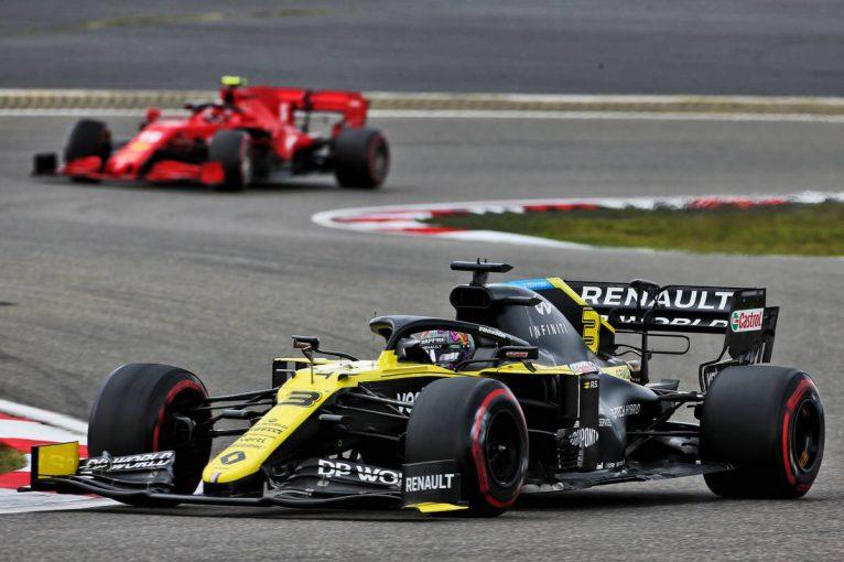 F1   ルノーF1代表、リカルドにオコンと同じPUトラブルが起こることを危惧「警戒すべき兆候が現れていた」