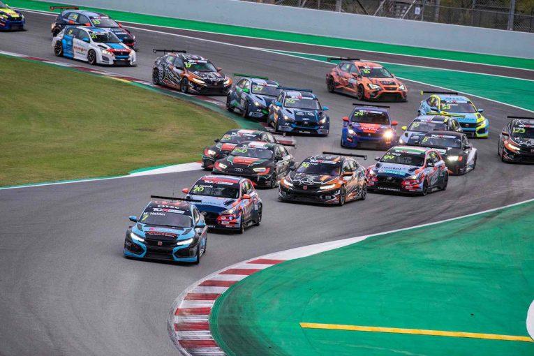 海外レース他 | TCR EU第4戦:マイク・ハルダーが2年越しのバルセロナ制覇。兄妹ドライバーの兄が揃って躍進