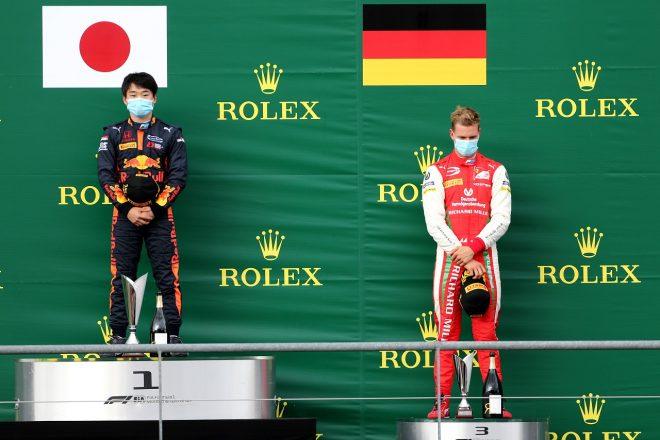 2020年FIA-F2ベルギー戦で優勝した角田裕毅と3位ミック・シューマッハー