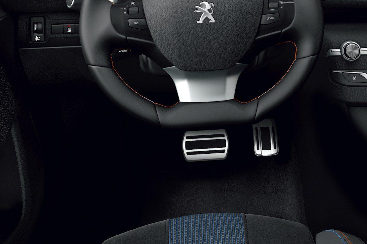 """『プジョー308』もi-Cockpitをフルデジタル化。特別仕様車の""""ロードトリップ""""も設定"""