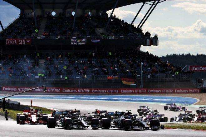 2020年F1第11戦アイフェルGP 続く2コーナーではイン側になったボッタスがハミルトンの前へ出る