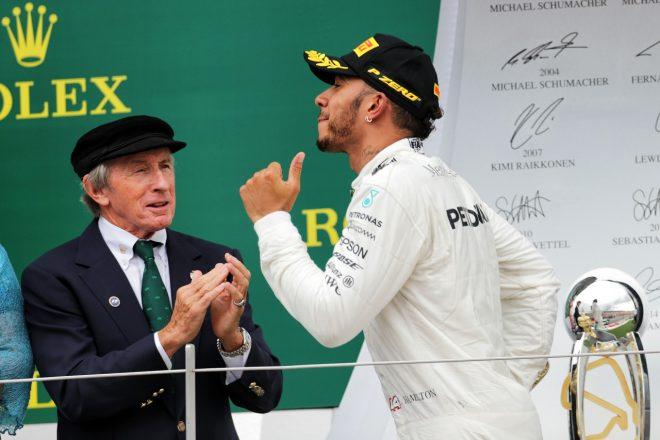 2017年F1イギリスGPでのルイス・ハミルトン(メルセデス)とジャッキー・スチュアート