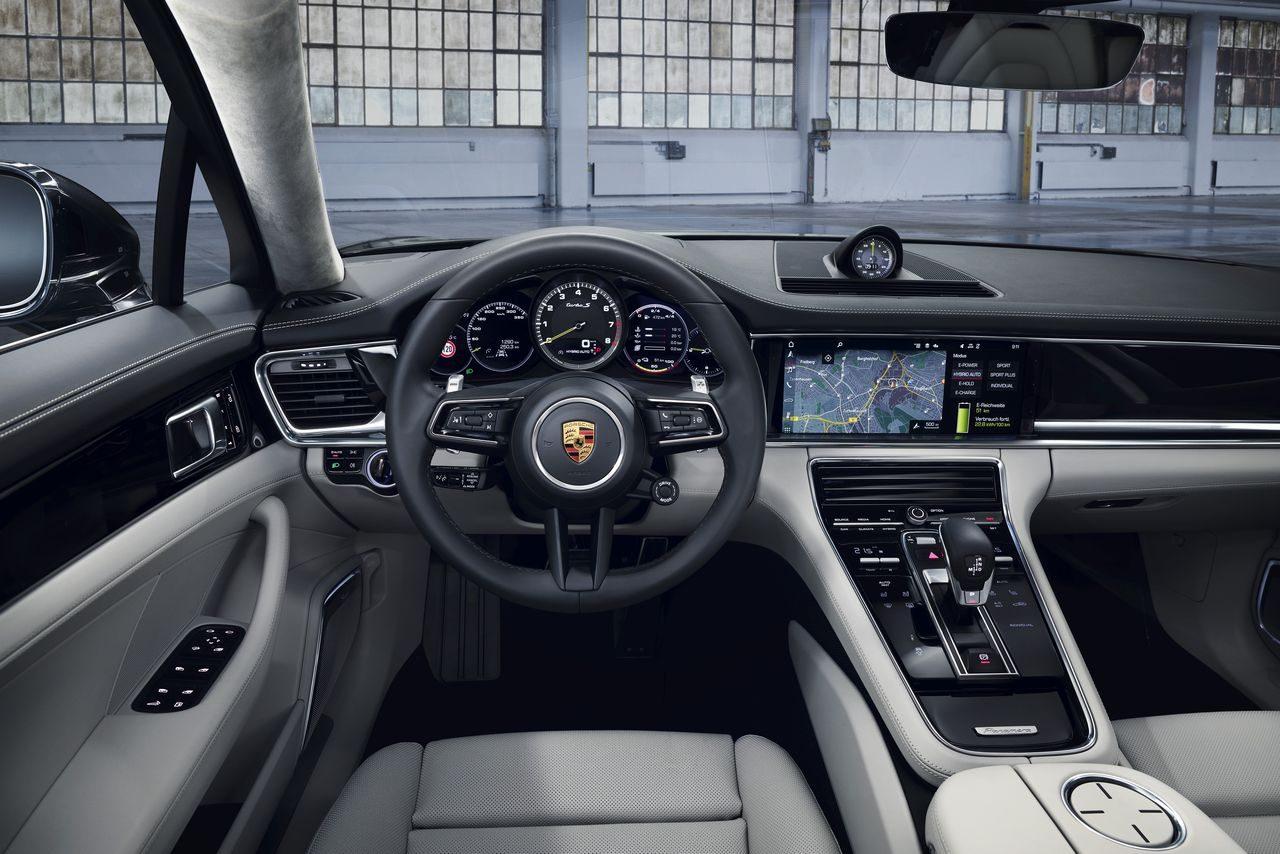 ポルシェ、700PSを誇る新型フラッグシップ『パナメーラ』発売。EV航続距離など向上