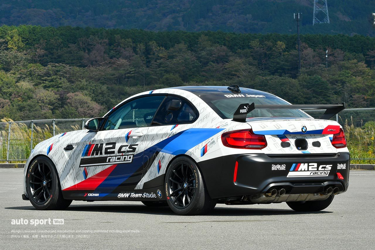 """""""ディーラーで買えるレーシングカー""""BMW M2 CSレーシングが上陸。富士で初走行"""