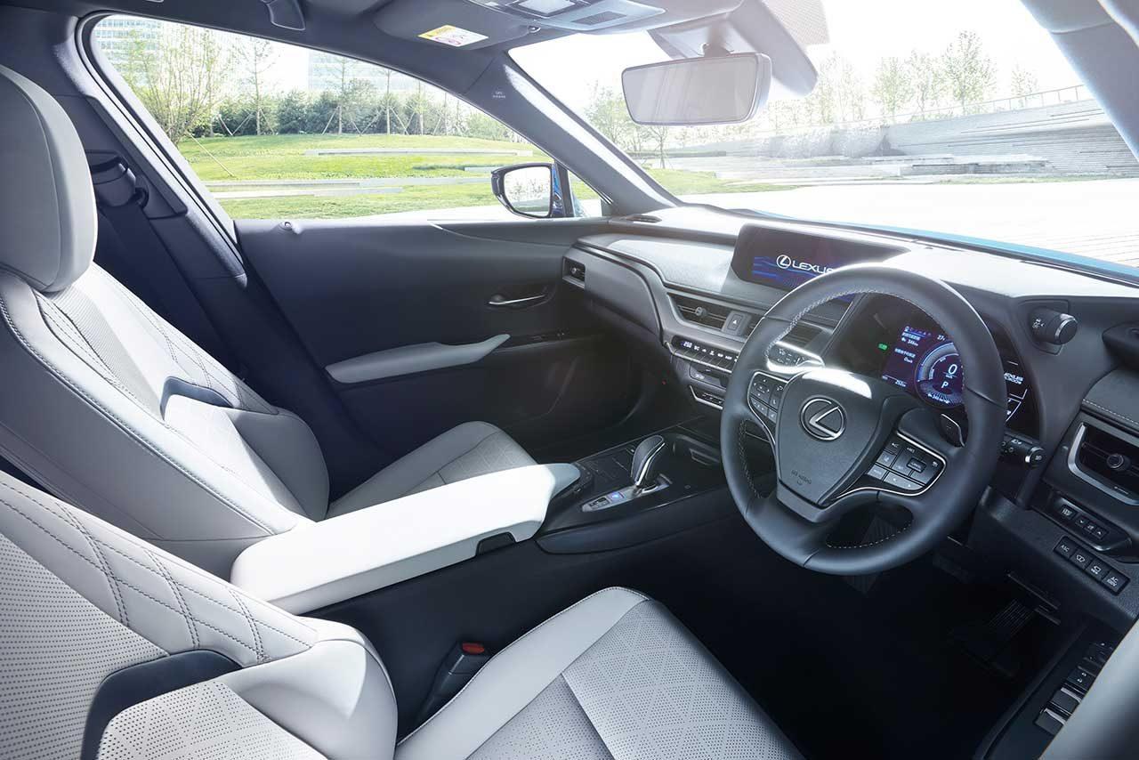 レクサス、初のEV市販モデル『UX300e』発売。EVならではの上質な走りと静粛性を追求