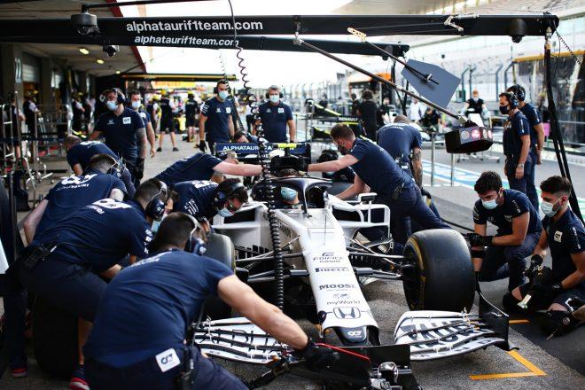 2020年F1第12戦ポルトガルGP木曜 アルファタウリがピエール・ガスリー車でピットストップ練習