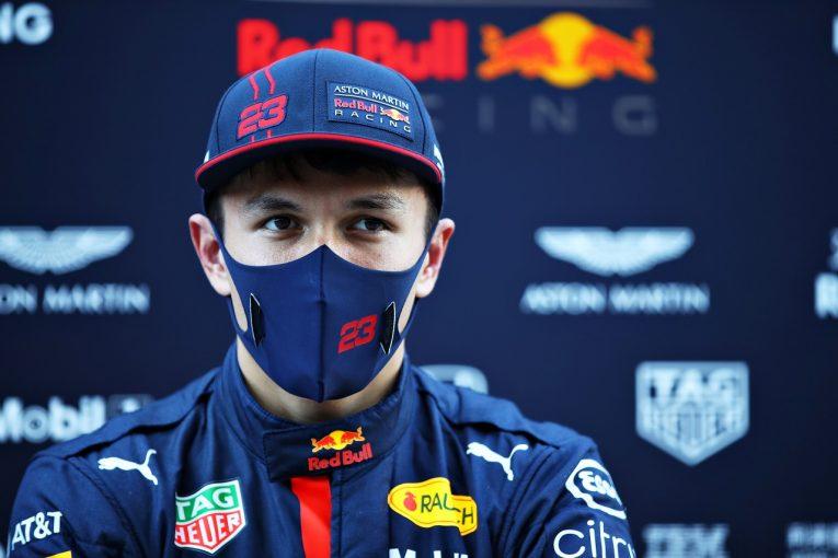 F1 | アルボン「氷上のように滑りやすくて苦労した。全体の序列を推測するのは困難」レッドブル・ホンダ【F1第12戦金曜】