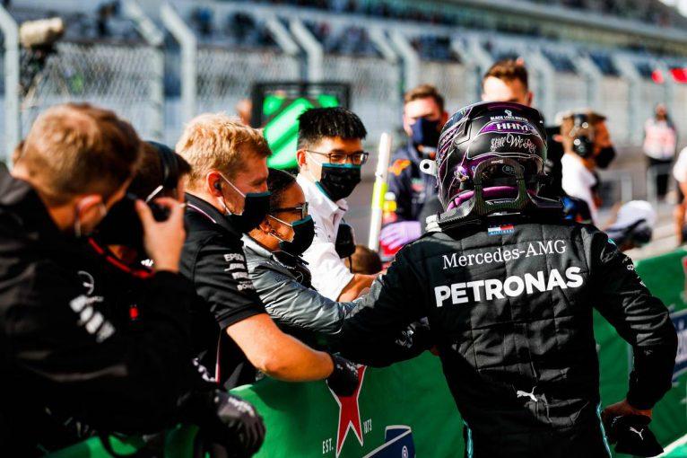 F1 | ハミルトンが今季9回目のポール獲得。ミディアムタイヤでメルセデスが最前列を独占【予選レポート/F1第12戦】