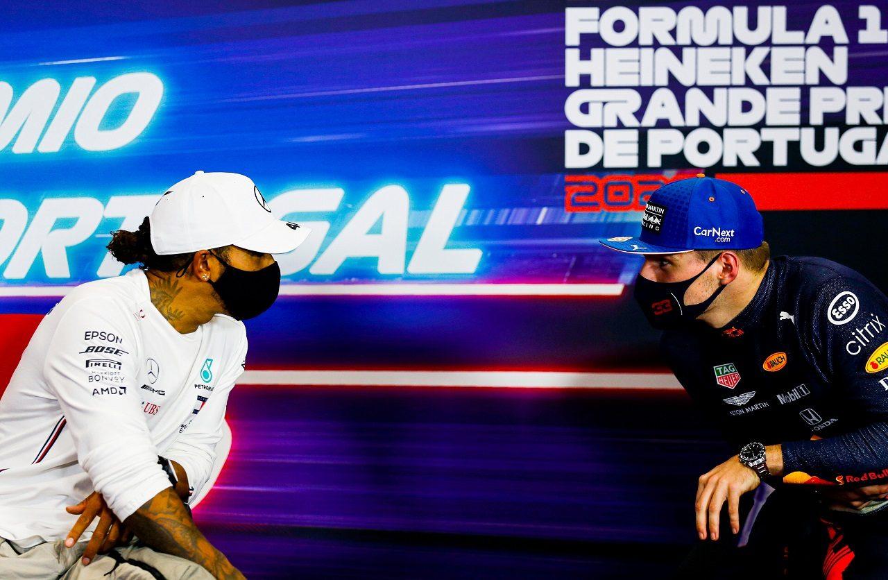 2020年F1第12戦ポルトガルGP 予選トップ3会見でのルイス・ハミルトン(メルセデス)とマックス・フェルスタッペン(レッドブル・ホンダ)