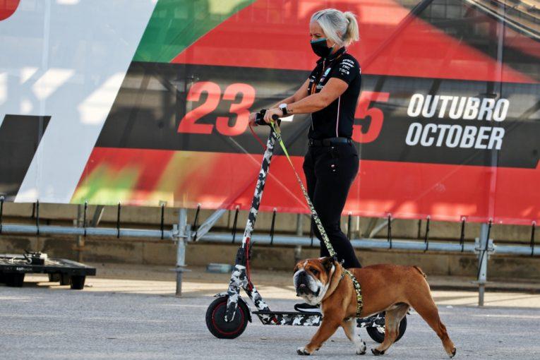 F1 | 【SNSピックアップ】F1ポルトガルGP(2):ハミルトンの愛犬とルクレールの無線。角田裕毅の鈴鹿バーチャルアタック
