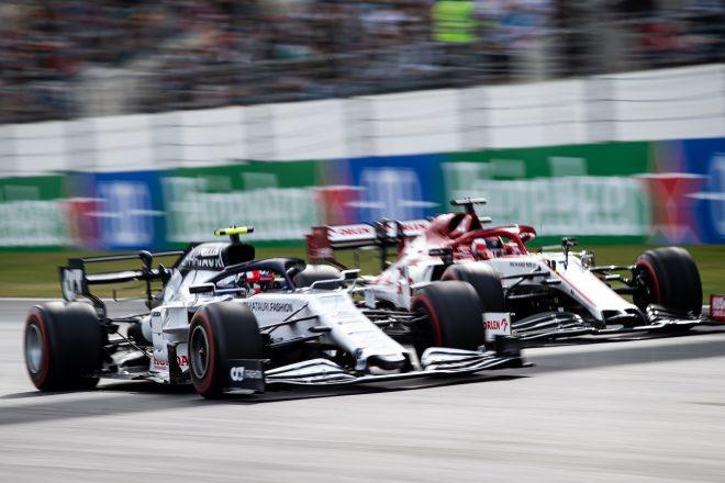 2020年F1第12戦ポルトガルGP決勝 ピエール・ガスリー(アルファタウリ・ホンダ)がキミ・ライコネン(アルファロメオ)とバトル