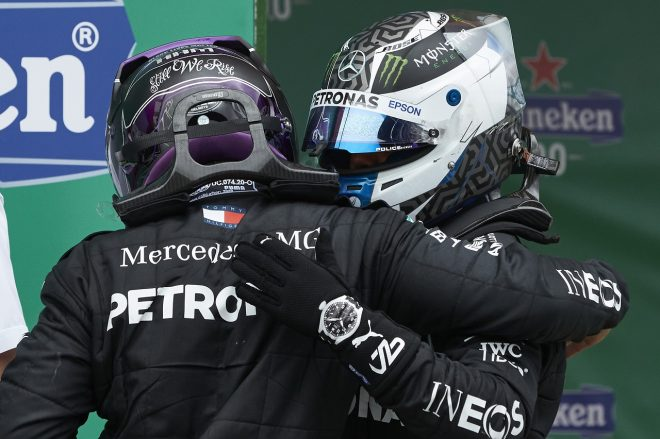 2020年F1第12戦ポルトガルGP 決勝2位のバルテリ・ボッタス(メルセデス)と優勝したルイス・ハミルトン(メルセデス)