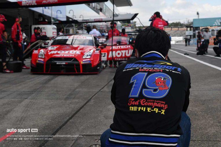 スーパーGT | 【ブログ】ライバルマシンを撮影する写真好きドライバーを発見/スーパーGTサーキット便り第6戦鈴鹿