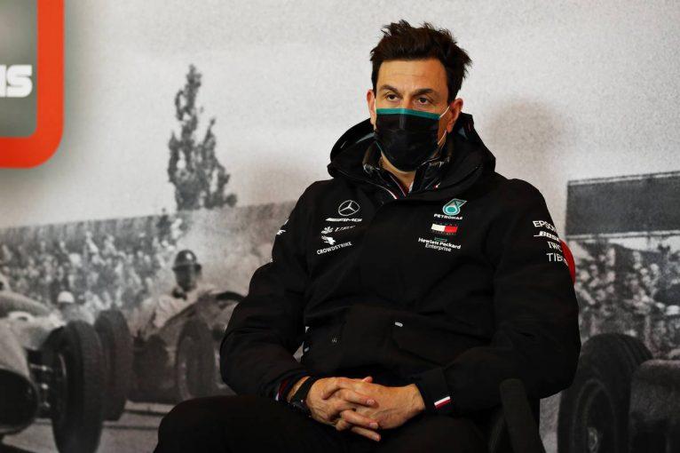 F1 | 【気になる一言】メルセデスF1はPU開発凍結を支持。レッドブル代表は「トトの同意はめったにない」と冗談も