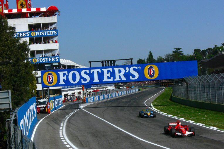 F1 | 【F1サーキット巡り】フェラーリ親子の名を冠したイモラでティフォシが熱狂。タンブレロにはセナの銅像も