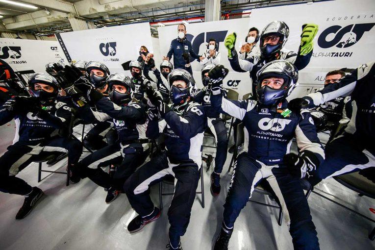 F1 | 【F1第12戦無線レビュー(2)】ガスリーの走りにチームも称賛「本当に素晴らしかった。今夜は飲もうぜ」