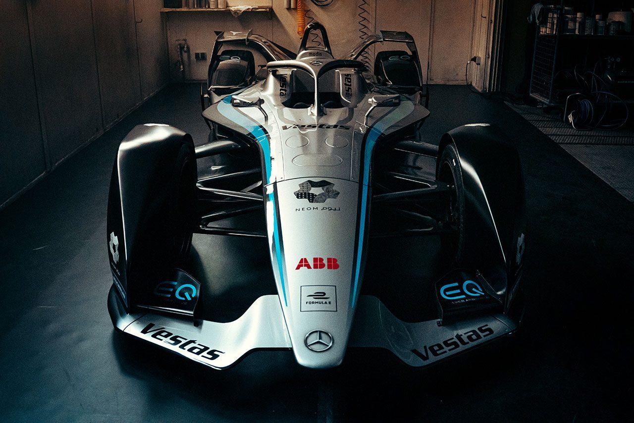 フォーミュラE:メルセデスがシーズン7マシンをお披露目。ドライバーはバンドーンとデ・フリースを継続