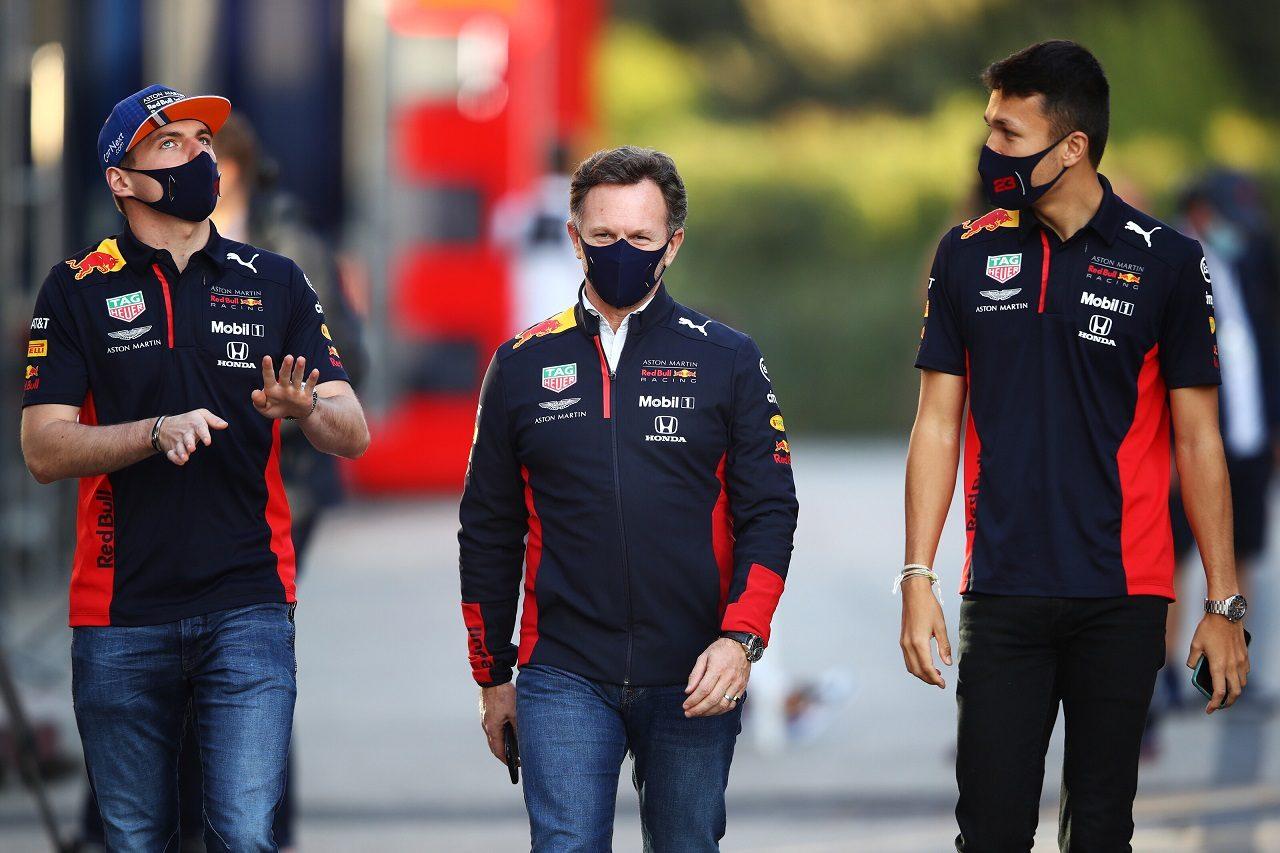 2020年F1第13戦エミリア・ロマーニャGP金曜 マックス・フェルスタッペン、チーム代表クリスチャン・ホーナー、アレクサンダー・アルボン(レッドブル・ホンダ)