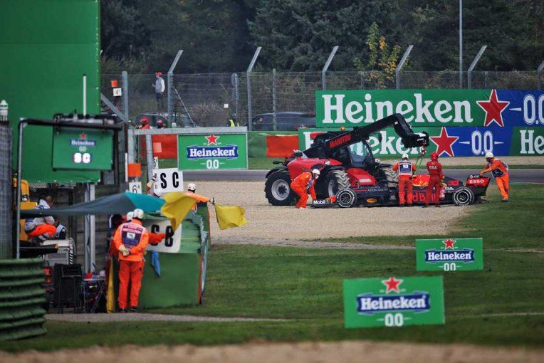 F1 | ピレリ、フェルスタッペンのタイヤを調査へ「デブリによってパンクが発生した可能性がある」