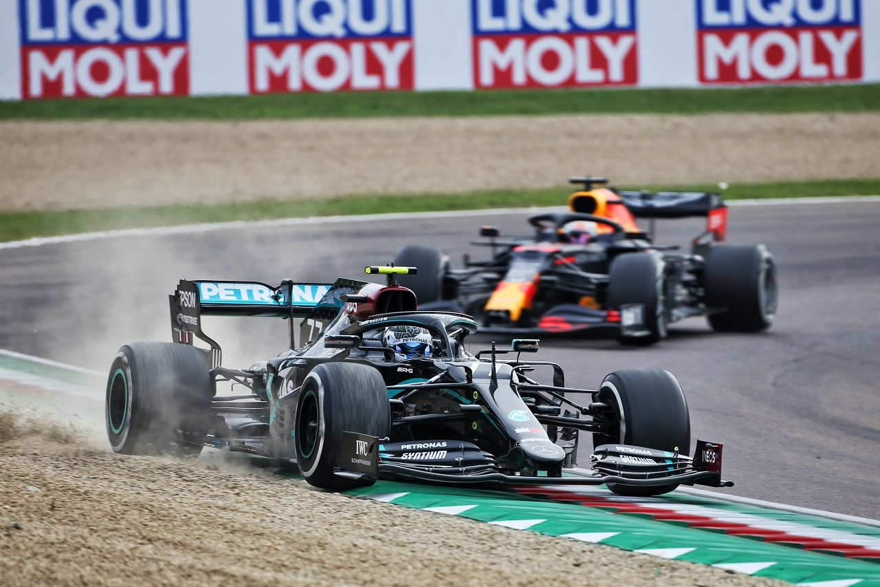 2020年F1第13戦エミリア・ロマーニャGP バルテリ・ボッタス(メルセデス)とマックス・フェルスタッペン(レッドブル・ホンダ)