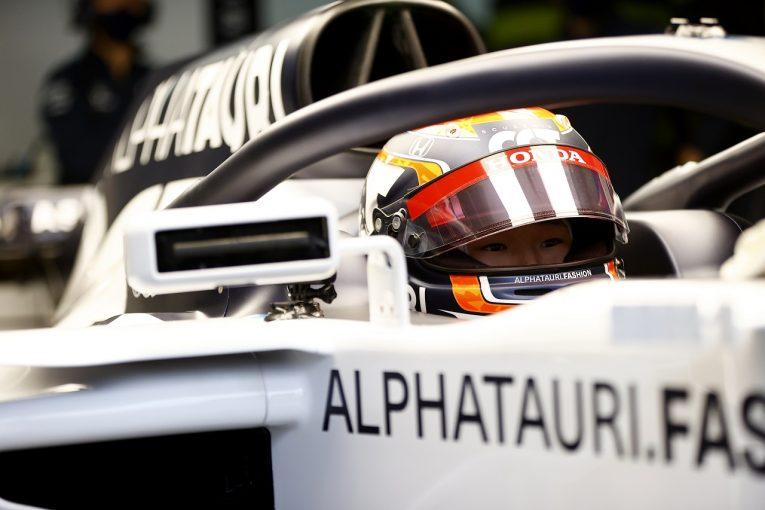 F1   角田裕毅、初のF1テストをスタート。アルファタウリバージョンのヘルメットで2018年型STR13に乗り込む
